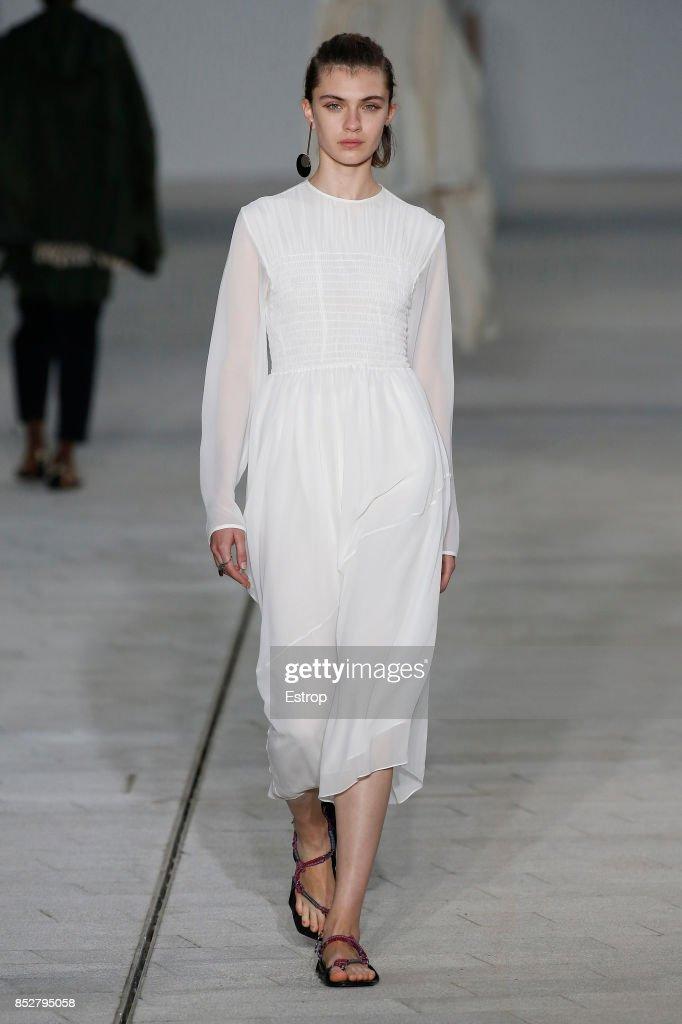 Jil Sander - Runway - Milan Fashion Week Spring/Summer 2018 : ニュース写真