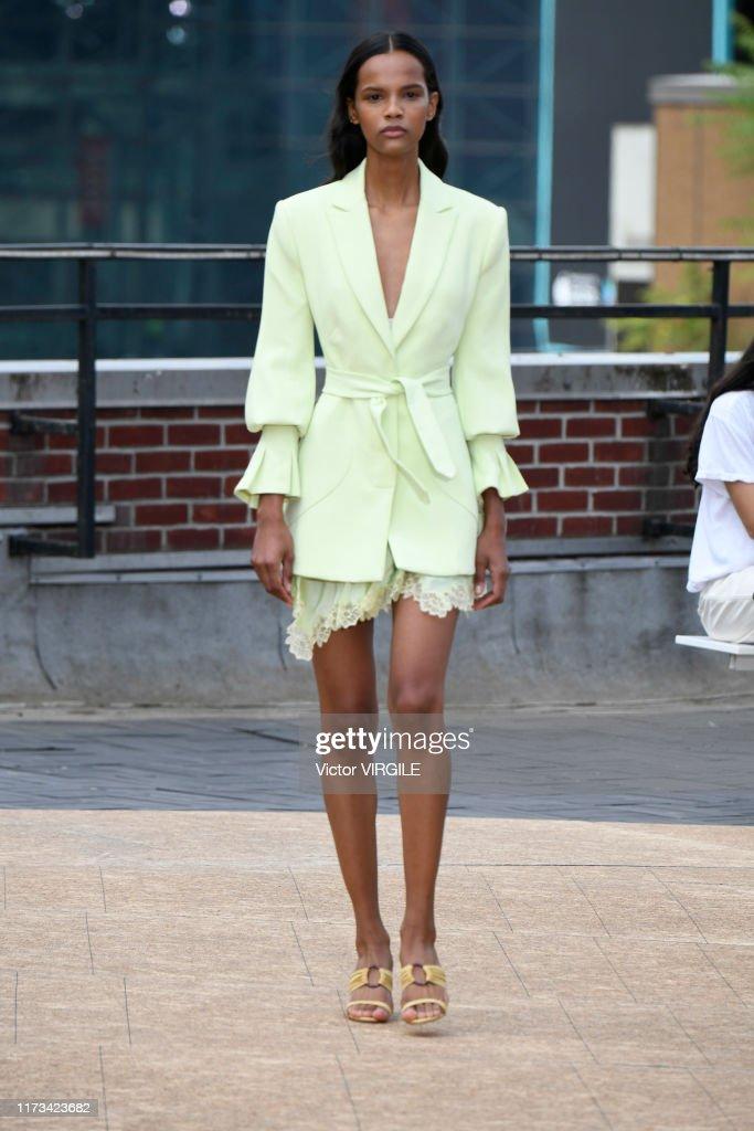 Jonathan Simkhai - Runway - September 2019 - New York Fashion Week : Photo d'actualité