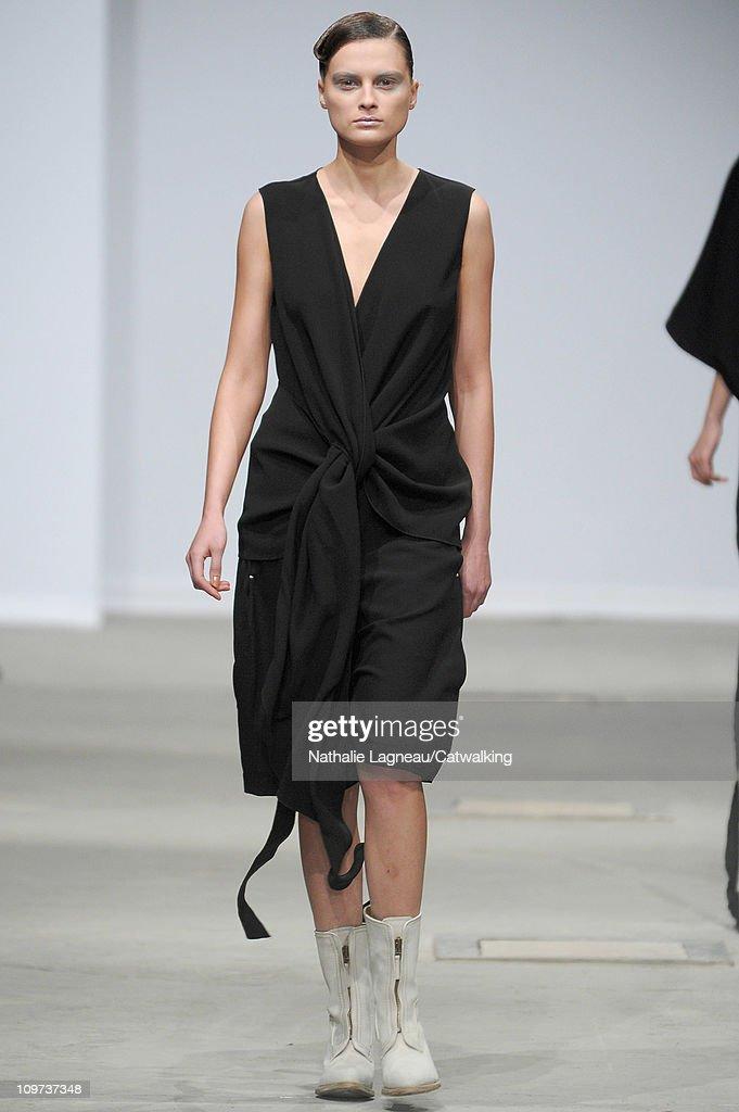 Josephus Thimister - Runway RTW - Autumn Winter 2011 - Paris Fashion Week : Photo d'actualité