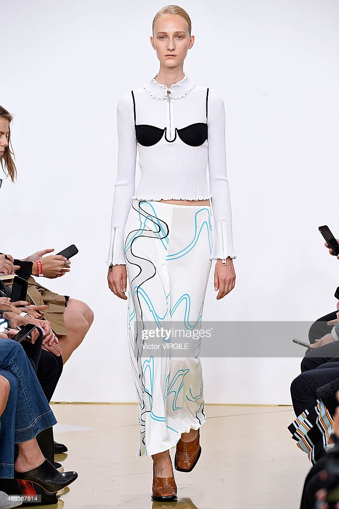J.W.Anderson - Runway - LFW SS16 : News Photo