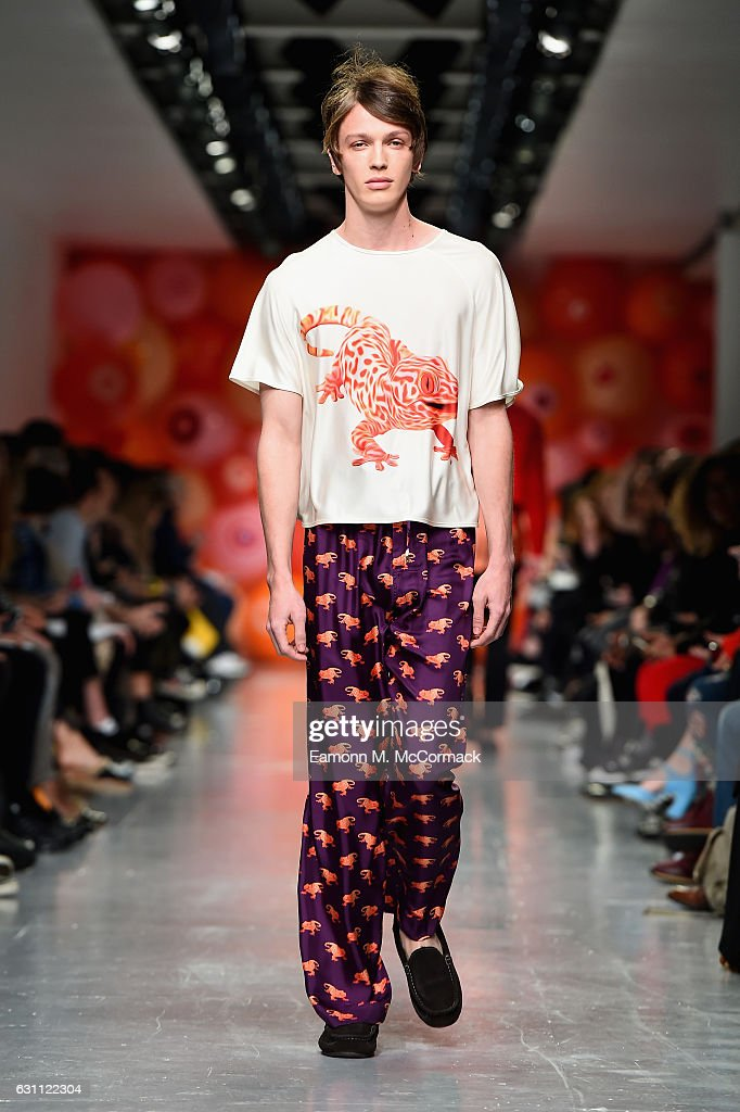 Katie Eary - Runway - LFW Men's January 2017 : News Photo