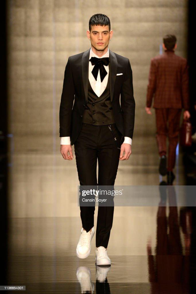Kigili - Runway - Mercedes-Benz Fashion Week Istanbul - March 2019 : News Photo