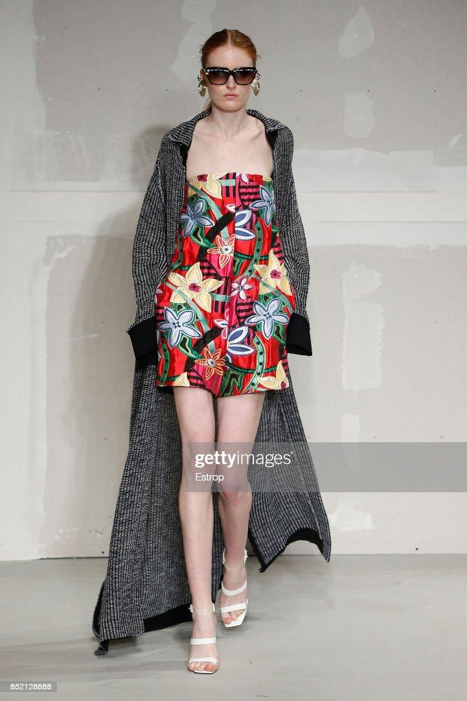 Krizia - Runway - Milan Fashion Week Spring/Summer 2018 : ニュース写真