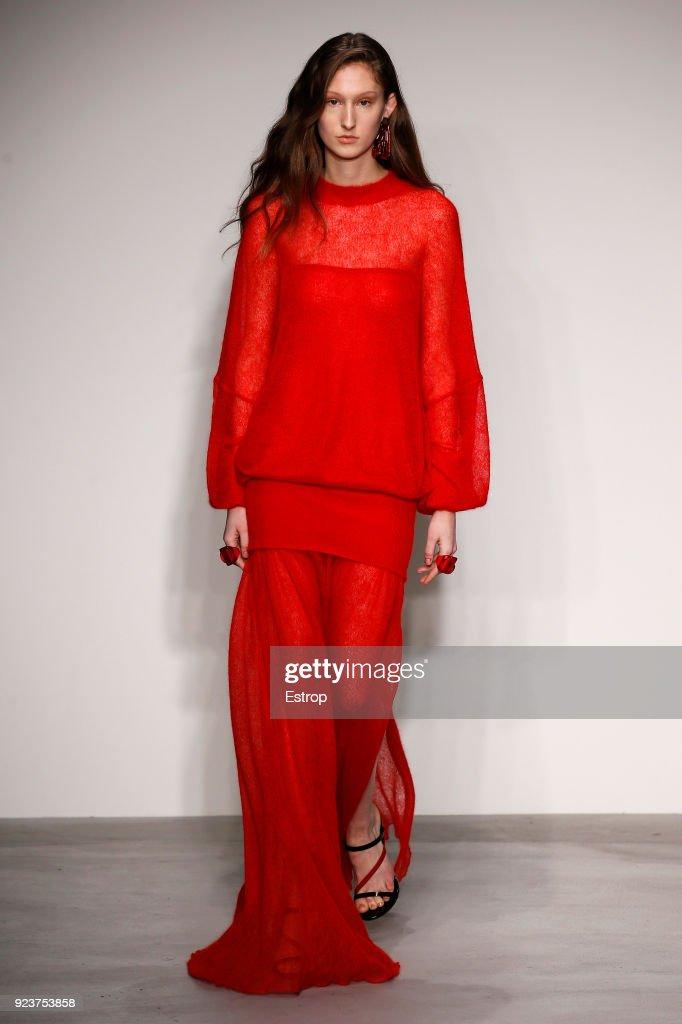 Krizia - Runway - Milan Fashion Week Fall/Winter 2018/19 : Fotografía de noticias