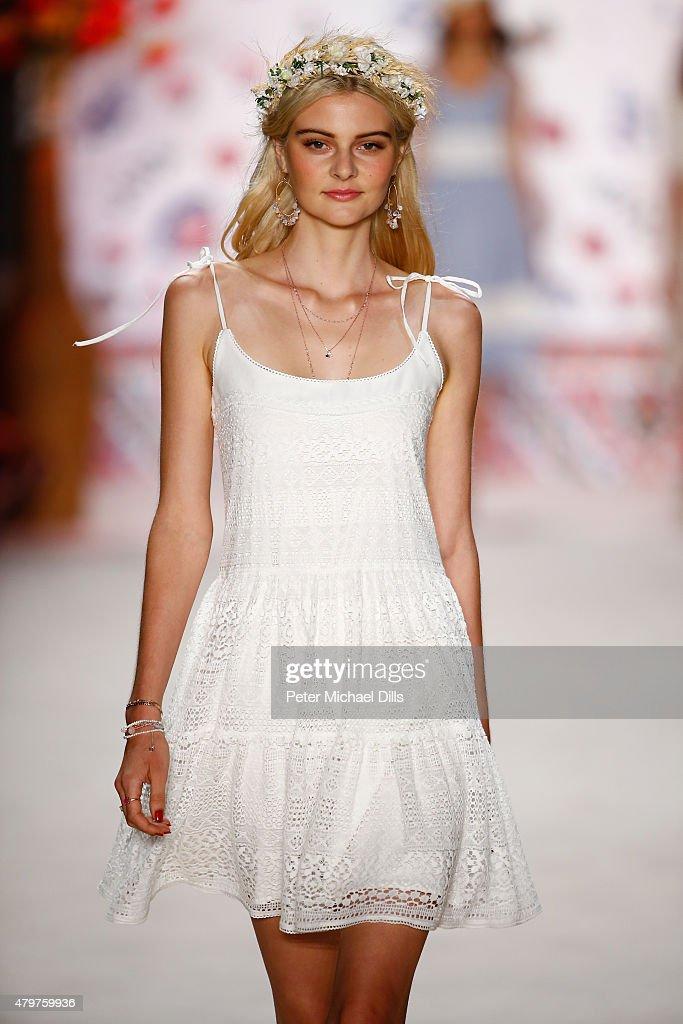 Lena Hoschek Show - Mercedes-Benz Fashion Week Berlin Spring/Summer 2016 : Nachrichtenfoto