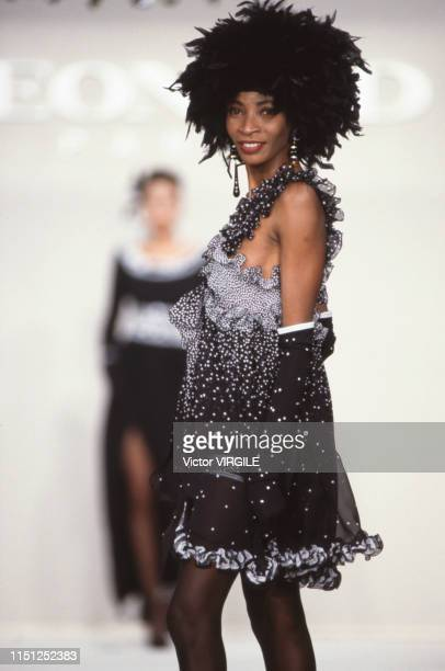 A model walks the runway at the Leonard Ready to Wear Fall/Winter 19921993 fashion show during the Paris Fashion Week in March 1992 in Paris France