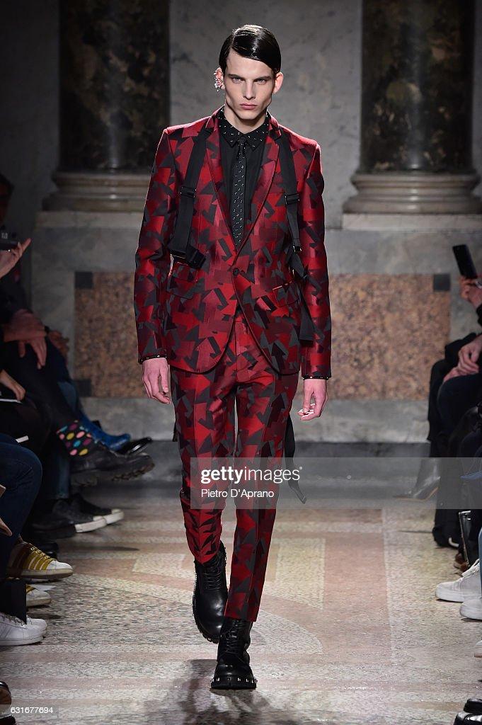 Les Hommes - Runway - Milan Men's Fashion Week Fall/Winter 2017/18 : Fotografía de noticias