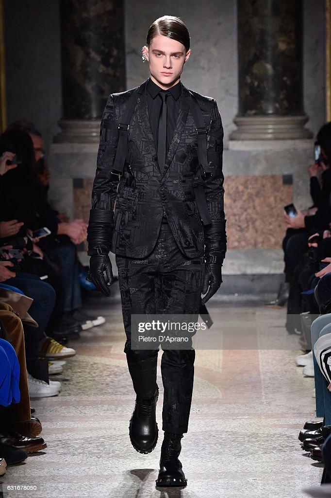 Les Hommes - Runway - Milan Men's Fashion Week Fall/Winter 2017/18 : Nyhetsfoto