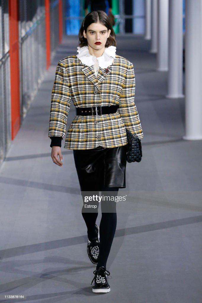 Louis Vuitton : Runway - Paris Fashion Week Womenswear Fall/Winter 2019/2020 : Fotografía de noticias