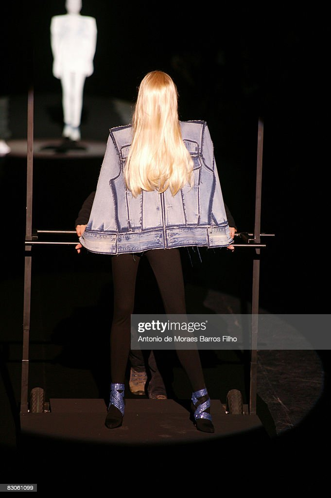Maison Martin Margiela - Paris Fashion Week- Spring/Summer '09 : News Photo