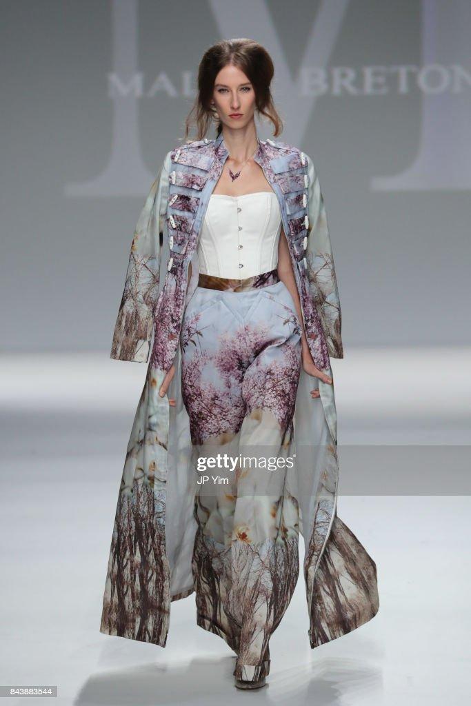Malan Breton - Runway - September 2017 - New York Fashion Week : News Photo