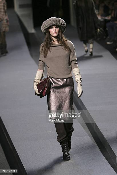 A model walks the runway at the Marc Jacobs Fall 2006 fashion show during Olympus Fashion Week at the Lexington Avenue Armory February 6 2006 in New...