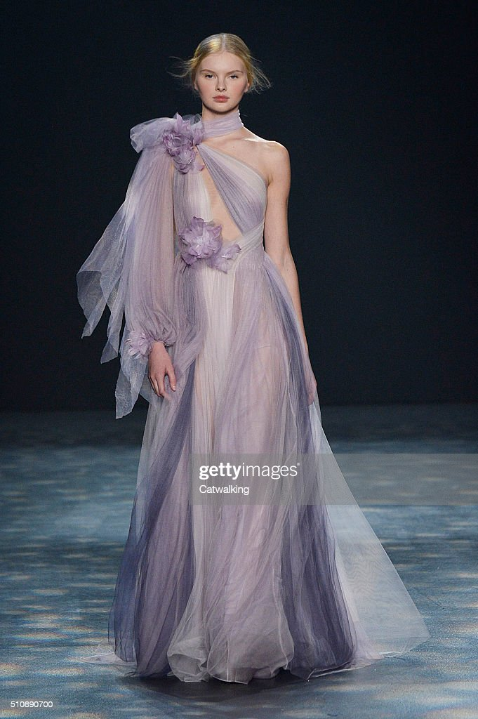 Marchesa - Runway RTW - Fall 2016 - New York Fashion Week : News Photo