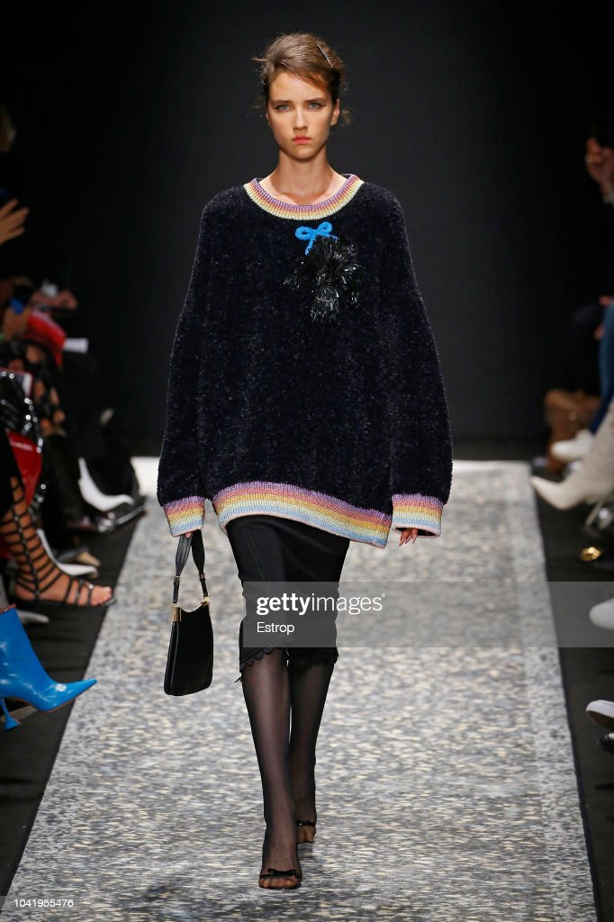 model-walks-the-runway-at-the-marco-de-vincenzo-show-during-milan-picture-id1041955476