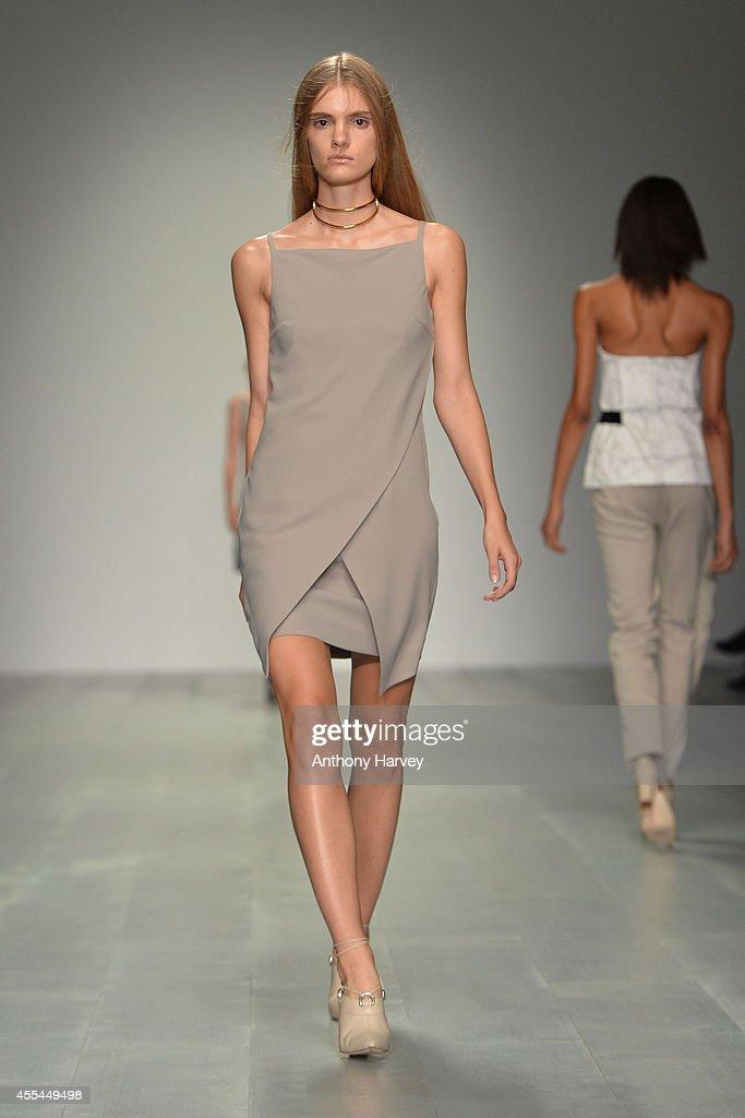 Marios Schwab: Runway - London Fashion Week SS15 : News Photo