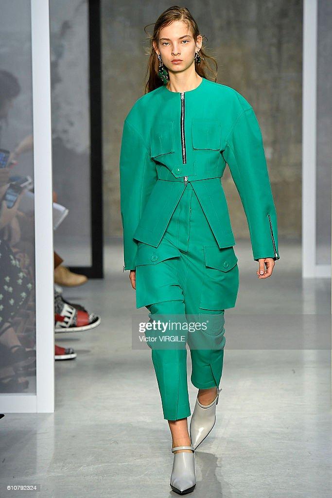 Marni - Runway - Milan Fashion Week SS17 : News Photo