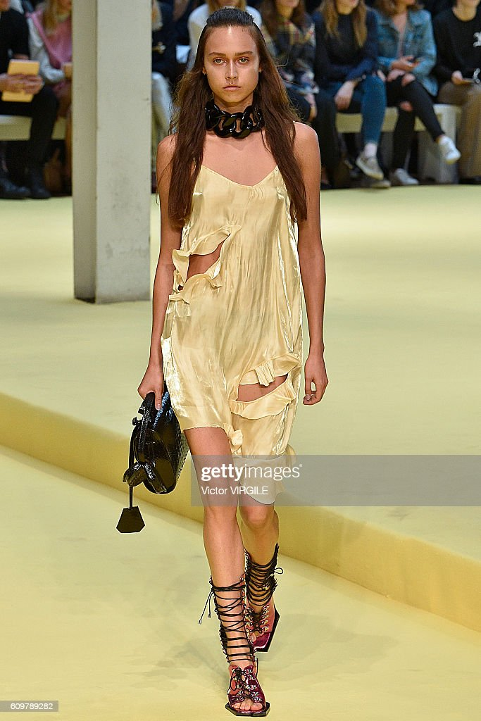 Marques Almeida - Runway - LFW September 2016 : News Photo