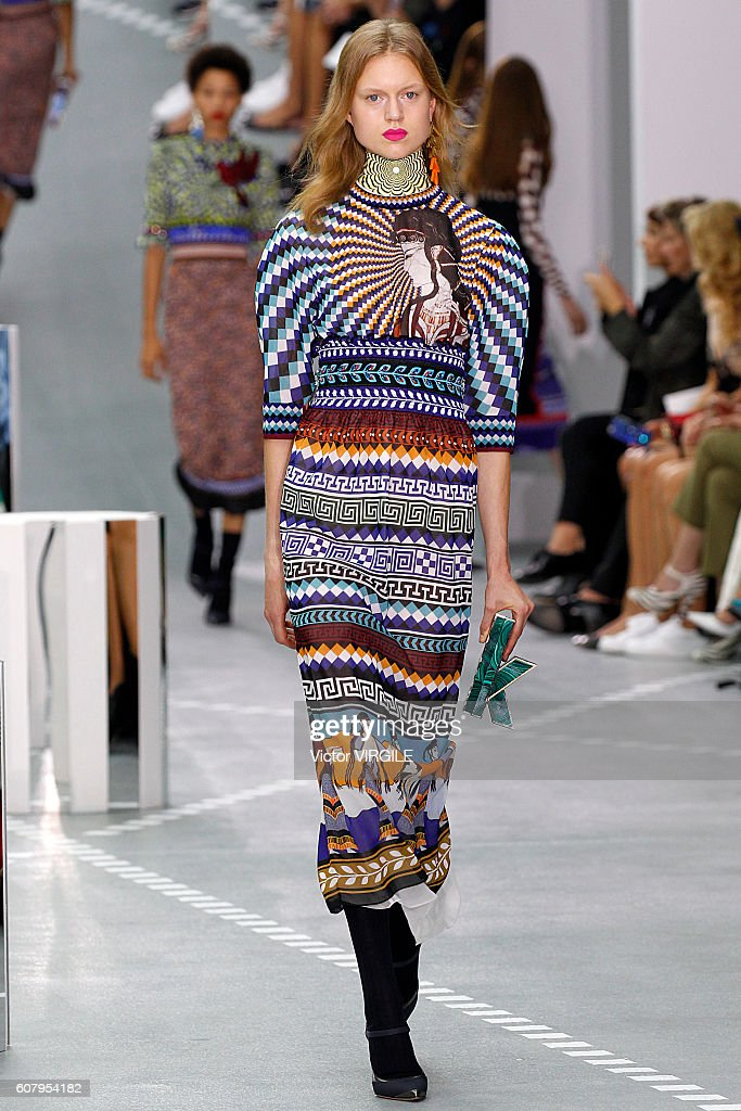 Mary Katrantzou - Runway - LFW September 2016 : News Photo