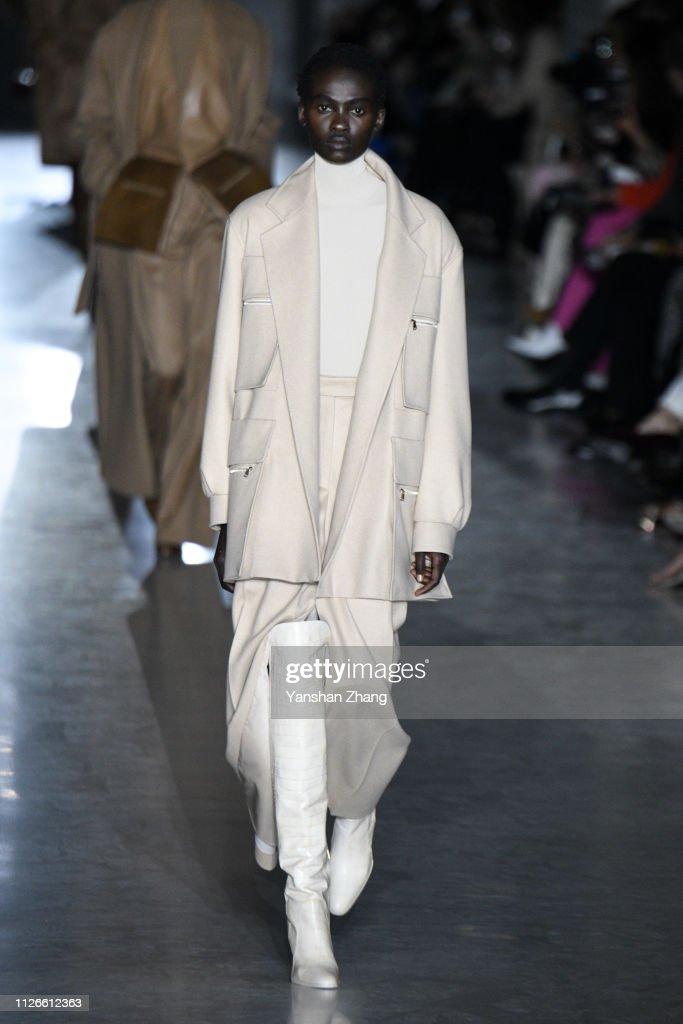 Max Mara - Runway: Milan Fashion Week Autumn/Winter 2019/20 : News Photo