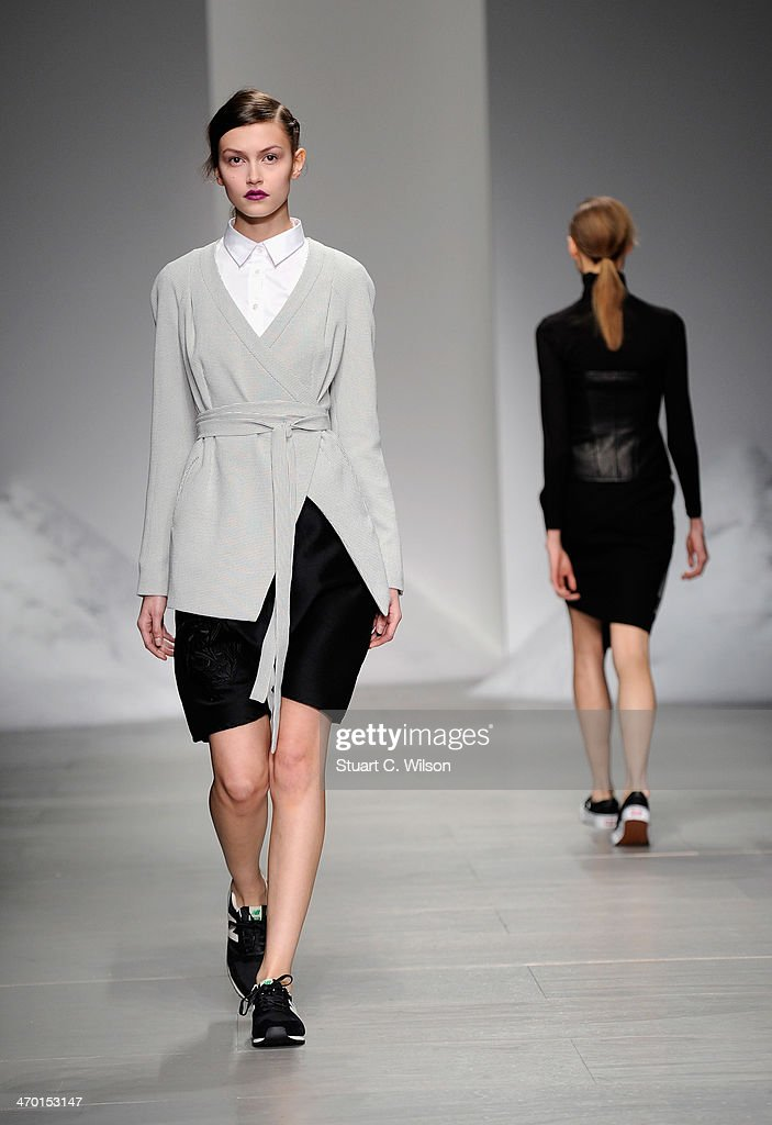 Mercedes-Benz & Simon Gao Show A/W 2014 - Runway : News Photo