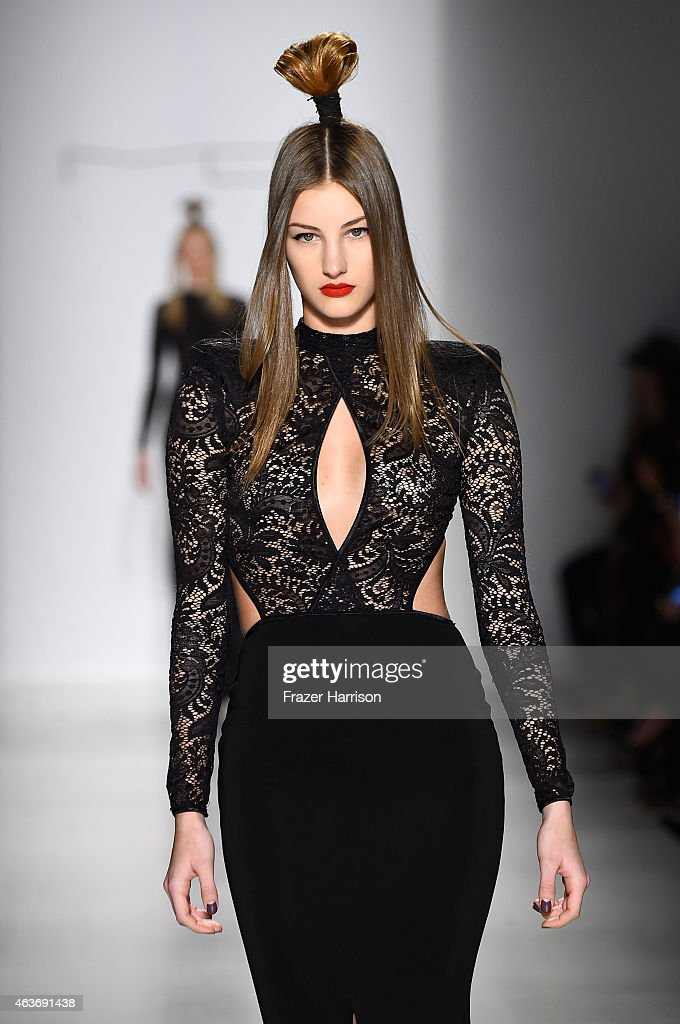 Michael Costello - Runway - Mercedes-Benz Fashion Week Fall 2015 : News Photo