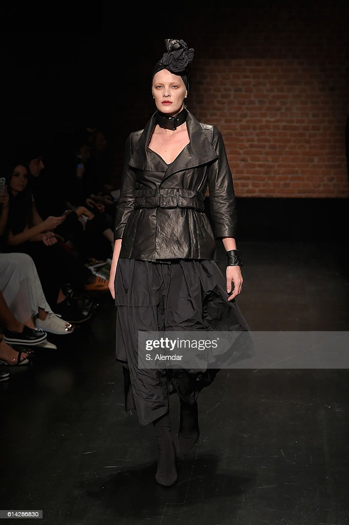 MiiN - Runway - Mercedes-Benz Fashion Week Istanbul   - October 2016 : News Photo