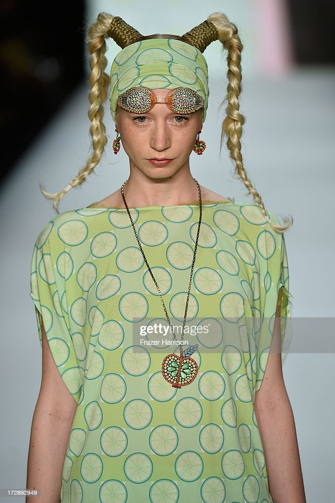 Miranda Konstantinidou Show - Mercedes-Benz Fashion Week Spring/Summer 2014 : Nachrichtenfoto