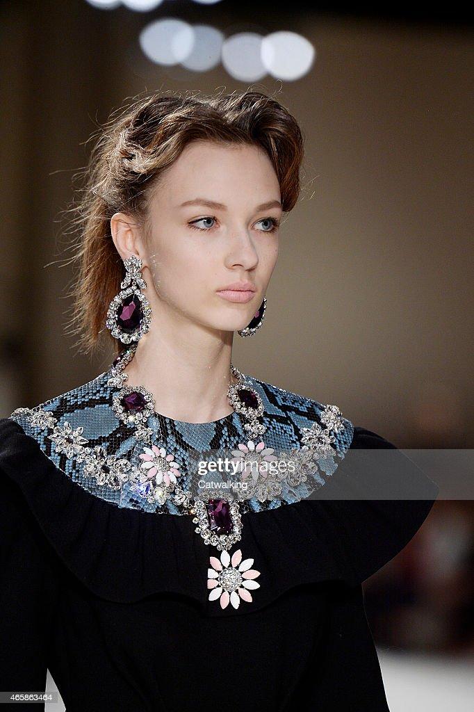 Miu Miu - Runway RTW - Fall 2015 - Paris Fashion Week : Fotografía de noticias