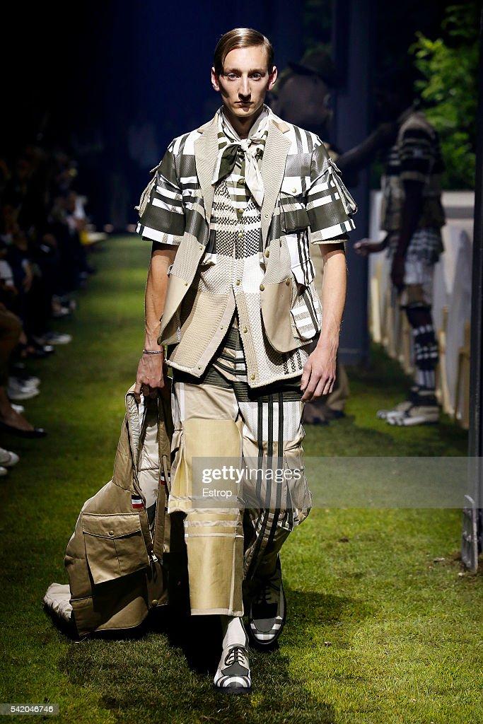 Moncler Gamme Bleu - Runway -  Milan Men's Fashion Week SS17 : Fotografía de noticias