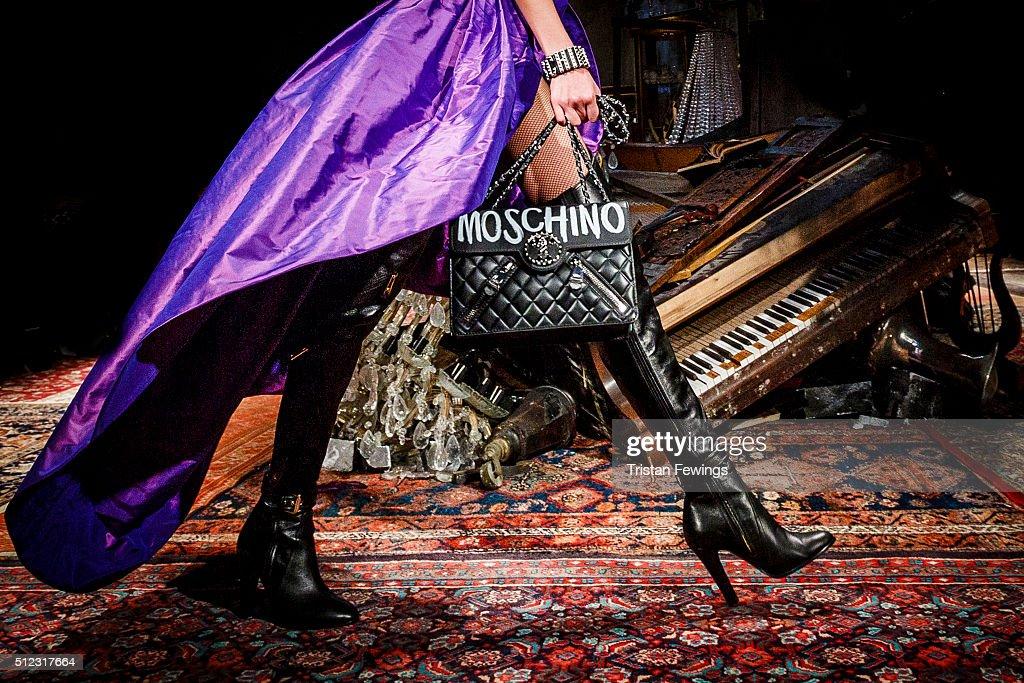 Moschino - Runway - Milan Fashion Week FW16 : News Photo