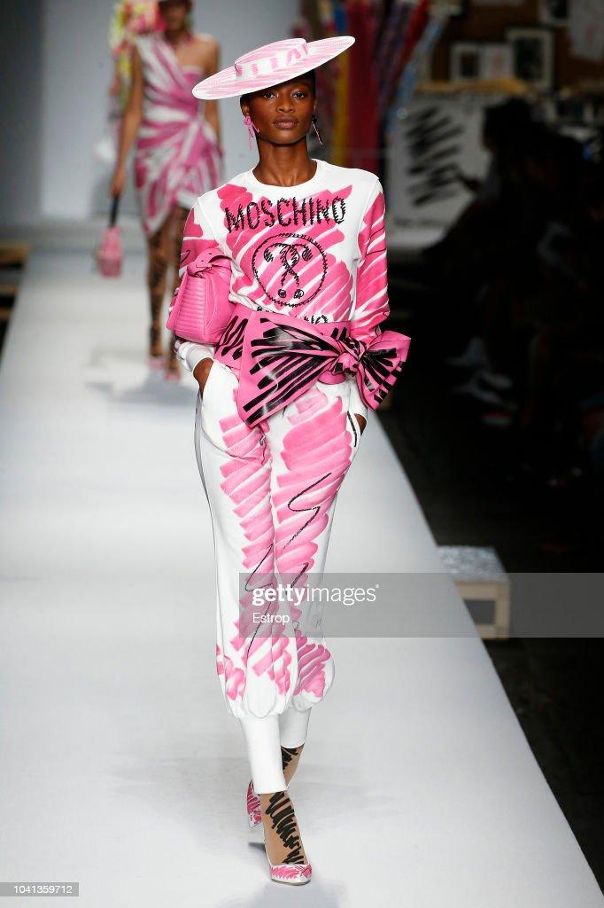 Moschino - Runway - Milan Fashion Week Spring/Summer 2019 : ニュース写真