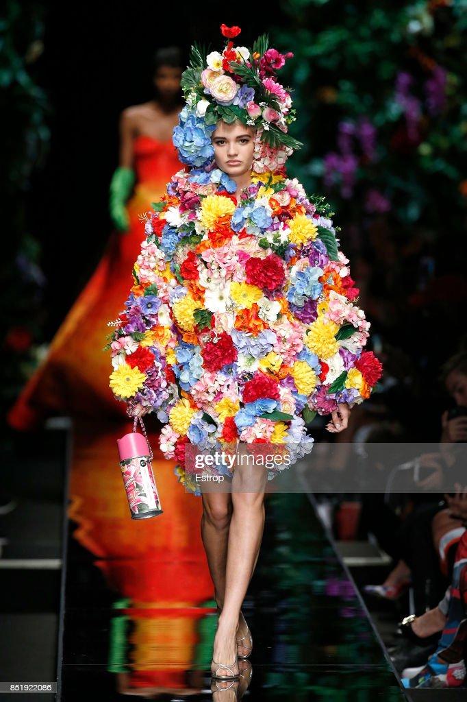 Moschino - Runway - Milan Fashion Week Spring/Summer 2018 : Nachrichtenfoto