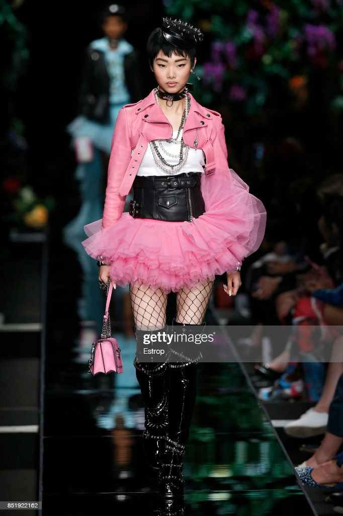 Moschino - Runway - Milan Fashion Week Spring/Summer 2018 : ニュース写真