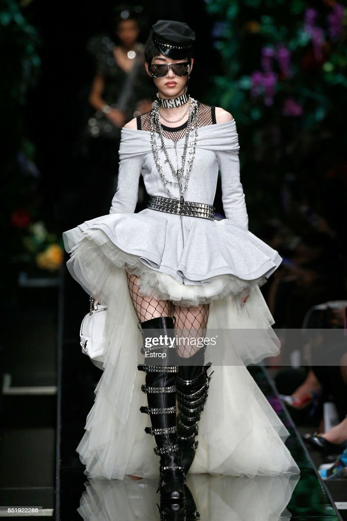Moschino - Runway - Milan Fashion Week Spring/Summer 2018 : ニュース写真