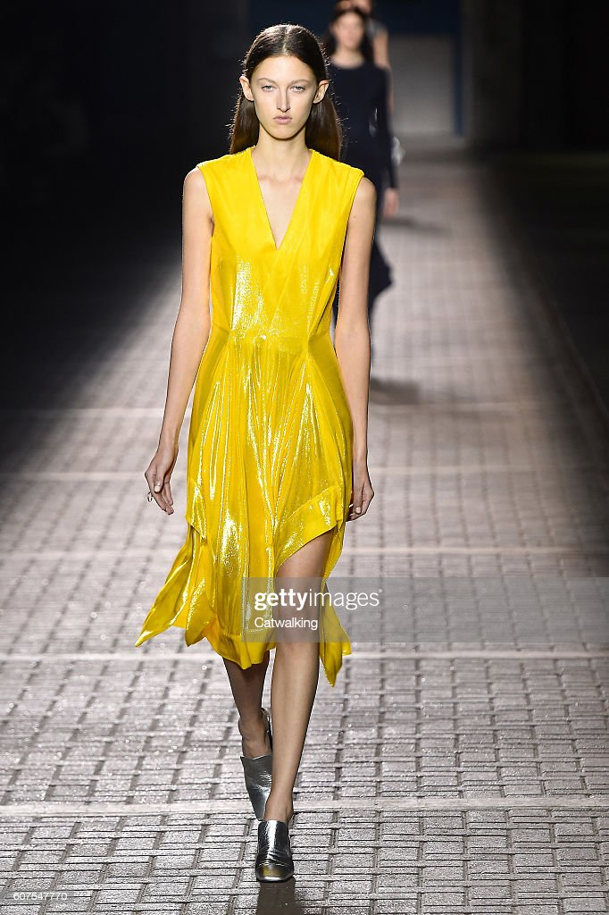 Mulberry - Runway RTW - Spring 2017 - London Fashion Week : News Photo