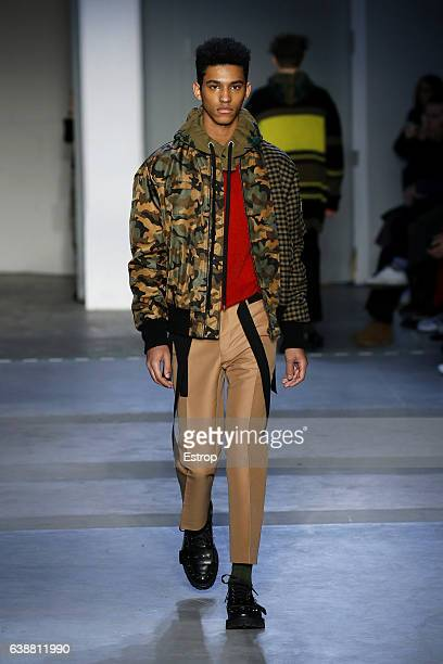 Model walks the runway at the N.21 designed by Alessandro dell'Acqua show during Milan Men's Fashion Week Fall/Winter 2017/18 on January 16, 2017 in...