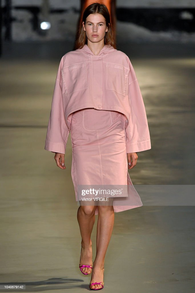 model-walks-the-runway-at-the-n21-ready-to-wear-fashion-show-during-picture-id1040579142