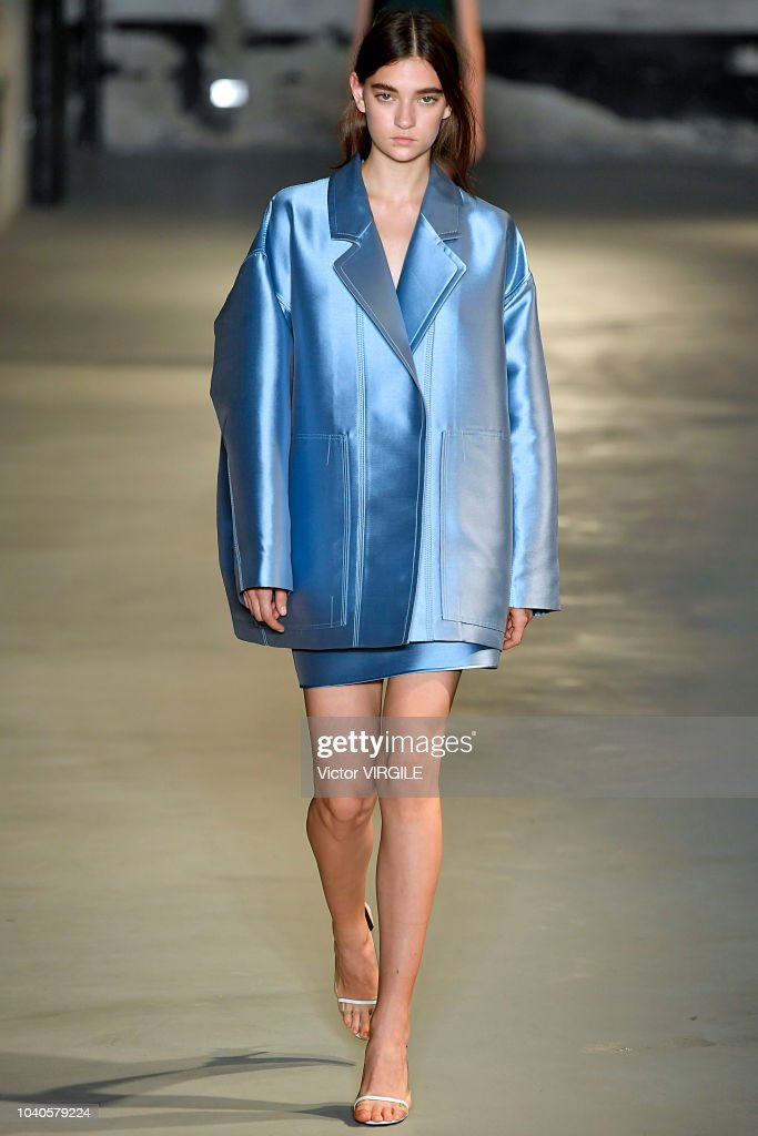 model-walks-the-runway-at-the-n21-ready-to-wear-fashion-show-during-picture-id1040579224