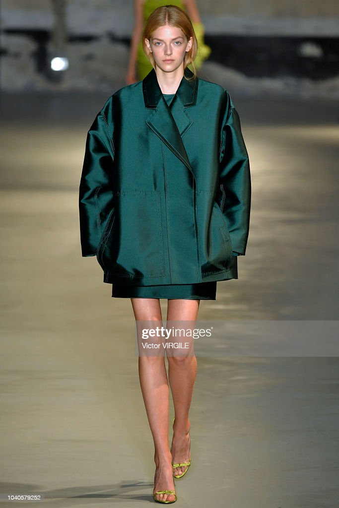 model-walks-the-runway-at-the-n21-ready-to-wear-fashion-show-during-picture-id1040579252