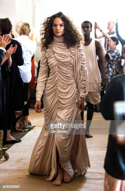 A model walks the runway at the Nicolas Nybro show during the Copenhagen Fashion Week Spring/Summer 2018 on August 9 2017 in Copenhagen Denmark The...