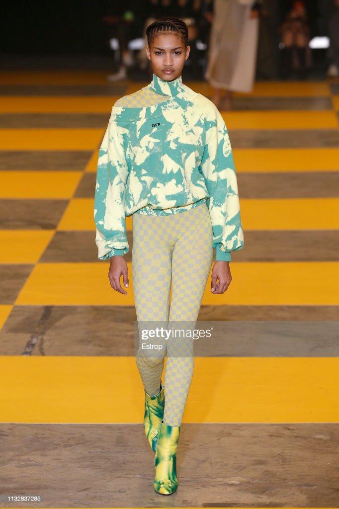 Off-White : Runway - Paris Fashion Week Womenswear Fall/Winter 2019/2020 : ニュース写真