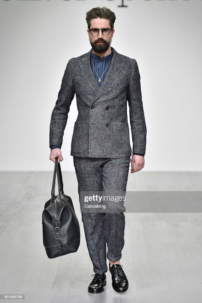 Oliver Spencer - Mens Fall 2018 Runway - London Menswear Fashion Week : News Photo