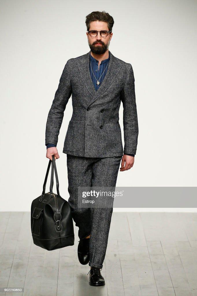 Oliver Spencer - Runway - LFWM January 2018 : ニュース写真