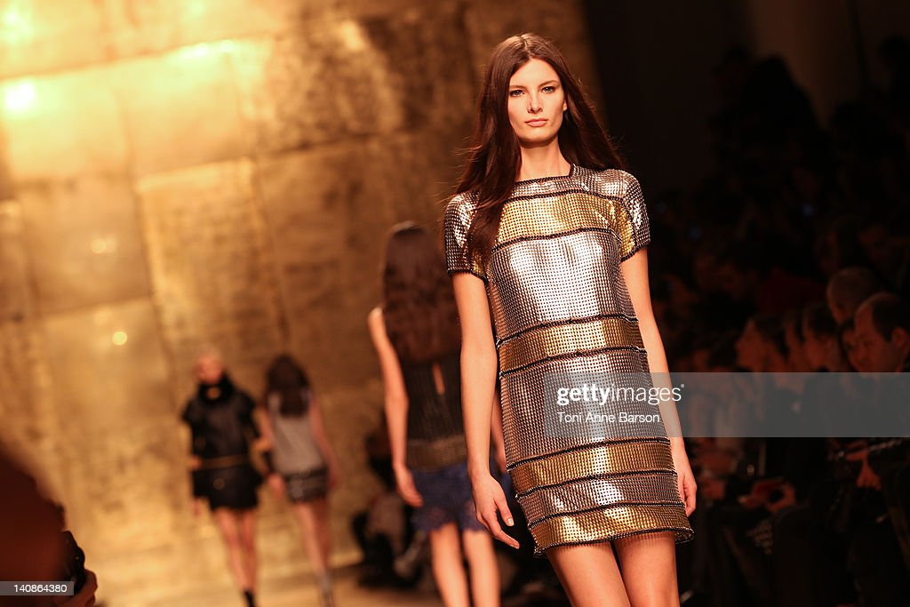 Paco Rabanne: Runway - Paris Fashion Week Womenswear Fall/Winter 2012 : News Photo