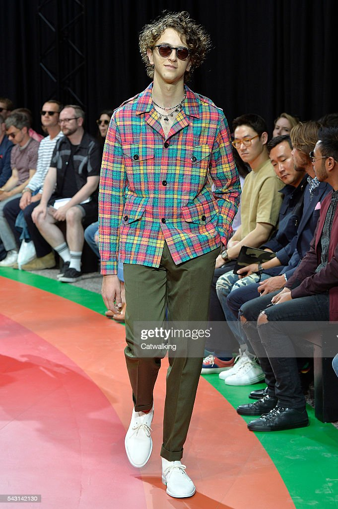 885544445df Paul Smith - Mens Spring 2017 Runway - Paris Menswear Fashion Week   News  Photo