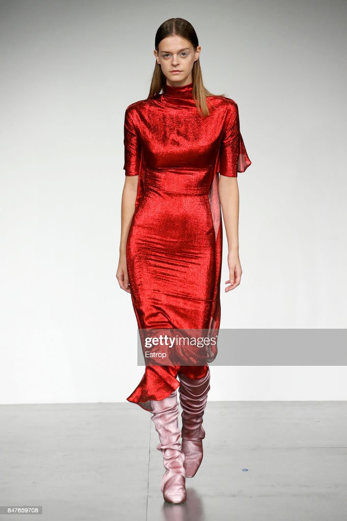 Paula Knorr - Runway - LFW September 2017 : ニュース写真