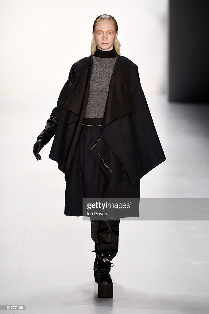Pearly Wong Show - Mercedes-Benz Fashion Week Berlin Autumn/Winter 2015/16 : Nachrichtenfoto