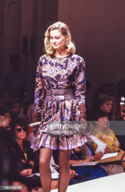 A model walks the runway at the per Spook Haute Couture Fall/Winter 19881989 fashion show during the Paris Fashion Week in July 1988 in Paris France