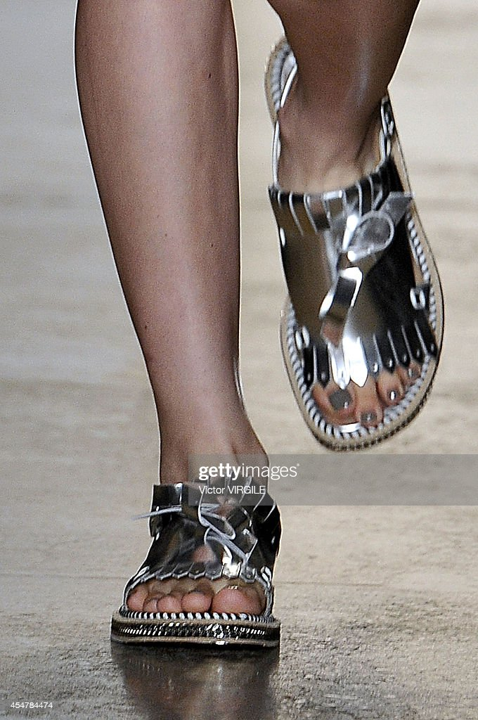 Peter Som - Runway - Mercedes-Benz Fashion Week Spring 2015 : News Photo