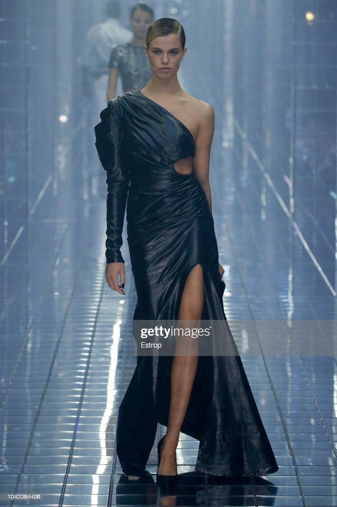 model-walks-the-runway-at-the-philipp-plein-show-during-milan-fashion-picture-id1042084406